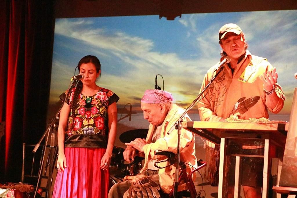 Presentación de Stuart Myiow de la tribu Mohawk